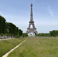 草原のエッフェル塔 - 着物でパリ