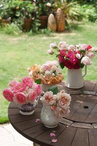 前日の強風で傷んだバラたちを投げ入れ♪(5月20日) - Reon with LR & Roses
