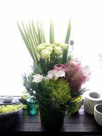 フランス料理店のオープンにアレンジメント。函館市元町に発送。2020/06/19着。 - 札幌 花屋 meLL flowers