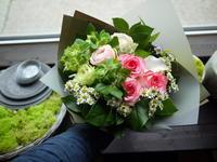 退職のお礼に花束。「ピンク~白等」。南16条にお届け。2020/06/19。 - 札幌 花屋 meLL flowers