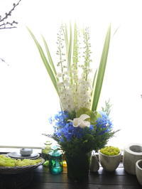 お父様の七回忌にアレンジメント①「明るい感じ」。2020/06/21。 - 札幌 花屋 meLL flowers