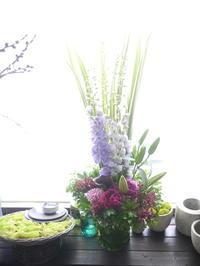 お供えのアレンジメント。「背を高く」。2020/06/21。 - 札幌 花屋 meLL flowers