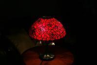 生徒さんの16in薔薇のランプ完成 - ステンドグラスルーチェの日常