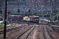 藤田八束の鉄道写真@貨物列車の写真、東海道本線JR山崎駅付近からの写真撮影、サントリー山崎工場を背景の貨物列車写真ですさくら夙川駅も。 - 藤田八束の日記