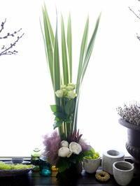 抹茶×日本酒のお店のオープンにアレンジメント。「白系」。南4西6にお届け。2020/06/25。 - 札幌 花屋 meLL flowers
