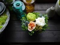 お誕生日のアレンジメント。「オレンジメインに、白~グリーン等、上品な感じ」。2020/06/26。 - 札幌 花屋 meLL flowers