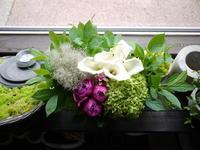 初七日にアレンジメント。「可愛らしい感じ」。川沿6条にお届け。2020/06/28。 - 札幌 花屋 meLL flowers