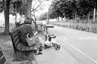 介護散歩の一休みとアサヒカメラ94年目の停刊 - 照片画廊