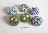 刺繍のブローチ - petit panier * note