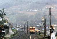 半世紀近く前の大田口駅黒石踏切から急行あしずり - 南風・しまんと・剣山 ちょこっと・・・