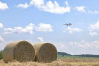 牧草ロール2020~旭川空港~ - 自由な空と雲と気まぐれと ~from 旭川空港~