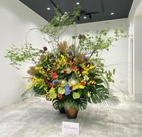 桜建設のフロアー現場活け - florist HANASHO staff room