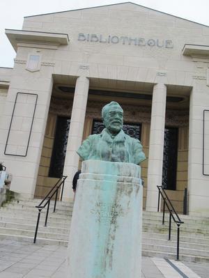 ランス観光*カーネギー図書館(Bibliotheque Carnegie) - よく飲むオバチャン☆本日のメニュー