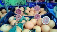 バッラロー市場果物屋さん+トマト - バリスタは只今シエスタ