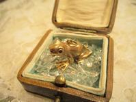 幸運の象徴カエルのチャーム - AntiqueJewellery GoodWill