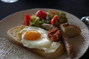 古代小麦スペルト100%パンで朝食 - sweet+
