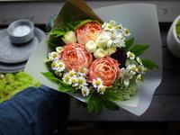 ちえりあホールでのピアノの発表会で、講師の方への花束。2020/07/11。 - 札幌 花屋 meLL flowers