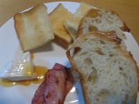 今日の朝食_ドンクのパン、タジキスタンのはちみつ - Hanakenhana's Blog
