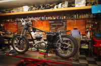 火曜日の授業風景~コルクシールの潰しっぷりを調整って頭が痛い仕組みですね~ - Vintage motorcycle study