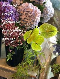 母の誕生日 -  Flower and cafe 花空間 ivory (アイボリー)