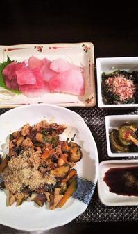 ■晩ご飯【豚肉と野菜のきゅーちゃん汁炒め/お刺身/丘ワカメのお浸し/キューちゃん漬け】 - 「料理と趣味の部屋」
