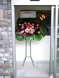 美容室のオープンにスタンド花。「赤~赤ワイン系等。個性的」。大通西13にお届け。2020/07/16。 - 札幌 花屋 meLL flowers