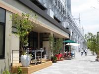鉄道高架下の出来立ての町東京ミズマチ♪後ろには広々隅田公園♪浅草~ミズマチ~スカイツリー♪ - ルソイの半バックパッカー旅