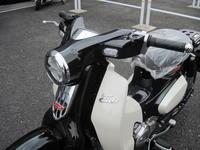 スーパーカブC125パールシャイニングブラック - バイクの横輪