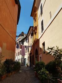 洗濯物は、今日も風になびいてます。 - Via Bella Italia ベッライタリア通りから