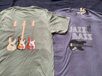 FenderベースのTシャツ - My Favorite Things ANNEX