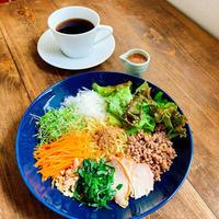 彩りサラダ焼き麺 - Cafe Myrtille