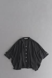 GRANDMA MAMA DAUGHTER スタンドカラーケープシャツ (Black) - un.regard.moderne