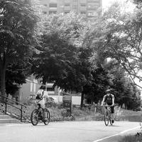中太タイヤバイク女子とトレーニングバイク男子 - 照片画廊