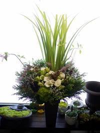 ヘアサロンのプレオープンにアレンジメント。「背高め。ナチュラル系」。西27丁目にお届け。2020/08/01。 - 札幌 花屋 meLL flowers