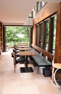 大宮公園に接したカフェ店 - さいたま日記