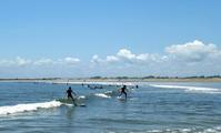 サーファーで賑わう九十九里浜 - 東金、折々の風景