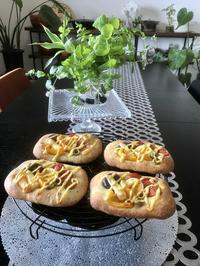『夏野菜のフォカッチャ』&『バジルトマトのハニーブレッド』 - カフェ気分なパン教室  *・゜゚・*ローズのマリ