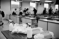 教室のウイルス除去作業と終業式後の小学生 - 照片画廊