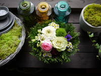 お礼用のアレンジメント。「白~グリーンメインに紫等」。2020/08/07。 - 札幌 花屋 meLL flowers