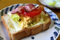 エッグスプレッドのオープンサンドな朝餉 - ぶん屋の抽斗