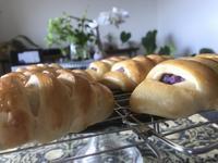 『紫じゃがパン』&『粗挽きウィンナーロール』 - カフェ気分なパン教室  *・゜゚・*ローズのマリ