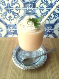 桃缶で、白桃と甘酒のプラぺチーノ風 - Minha Praia