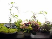 初盆にアレンジメント。「百合を避けて」。豊平3条にお届け。2020/08/15。 - 札幌 花屋 meLL flowers