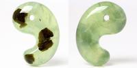 (実はあの石にも含まれる鉱物!?)プリナイト勾玉の 角状インクルージョン判明しました!! - 石の音、ときどき日常