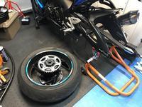 タイヤ交換の前準備 - 後輪駆動