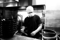 愛野「麵屋破天荒」で黒つけ麺とチャーシュー丼 - ぶん屋の抽斗