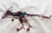 刺繍で恐竜2匹、グアンロン&アルバートサウルス② - とんでもひつじ日和