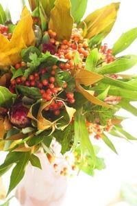 元気が出るサマーブーケ - お花に囲まれて