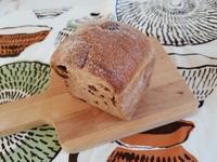 「ベッカライアロ」さんの全粒粉100%トーストレーズンバージョンがとても美味しい - パンもぐ手帖