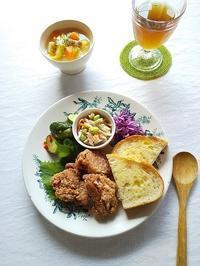 フライドチキンと野菜のパンランチ & お気に入りの1枚♪ - キッチンで猫と・・・